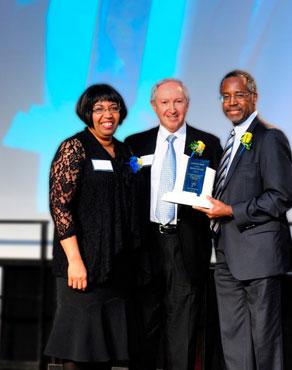 Aubrey Chernick Accepts Carson Leadership Award